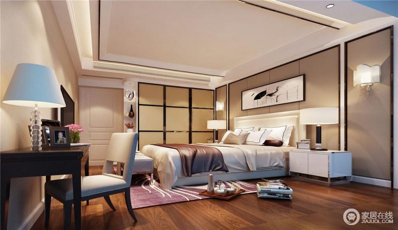 卧室以简约舒适为设计中心,一改空间大理石地面的时尚感,转而为舒适的木纹地板,一床一桌便已经可以给与温馨的空间,展现出简约最特色的一面,以大块面的色彩为基调,由白到灰整体过度,局部重色调装饰点缀。