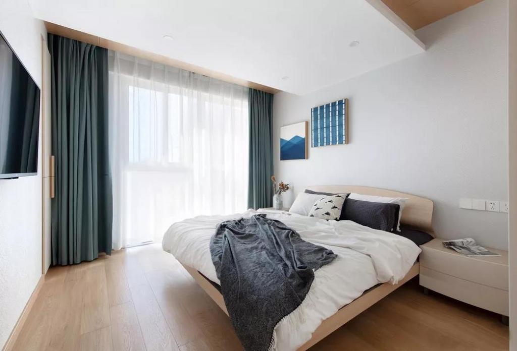 次卧在简洁舒适的基调之上,配以优雅沉静的蓝色调,为空间注入一丝时尚气息。
