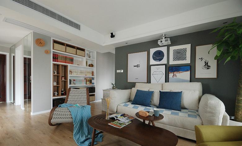 沙发背景墙没有华丽的装饰,只有简单点的几幅壁画,很是大气。