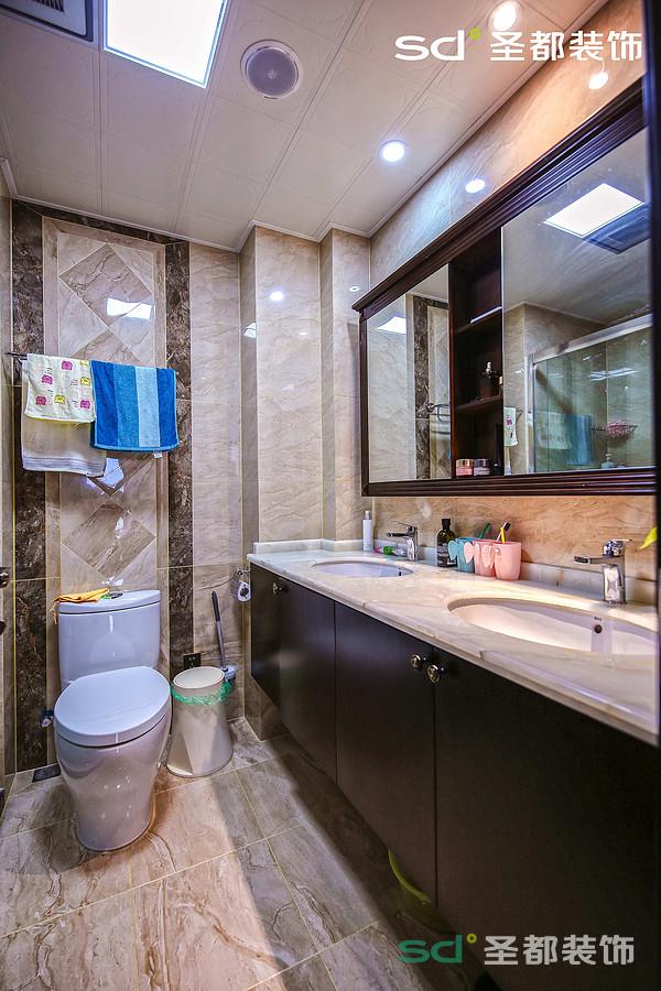 卫生间也是新中式的色调和整体比较统一,灰色系列的大理石透视了整个空间的大气,精炼。