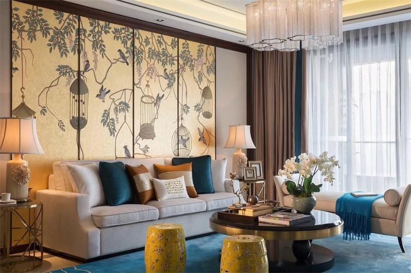 客厅是最能体现风格特点的地方,现代时尚的布衣沙发与中式的实木形成和谐的搭配,将俩种完全不同风格混搭成别一番滋味。