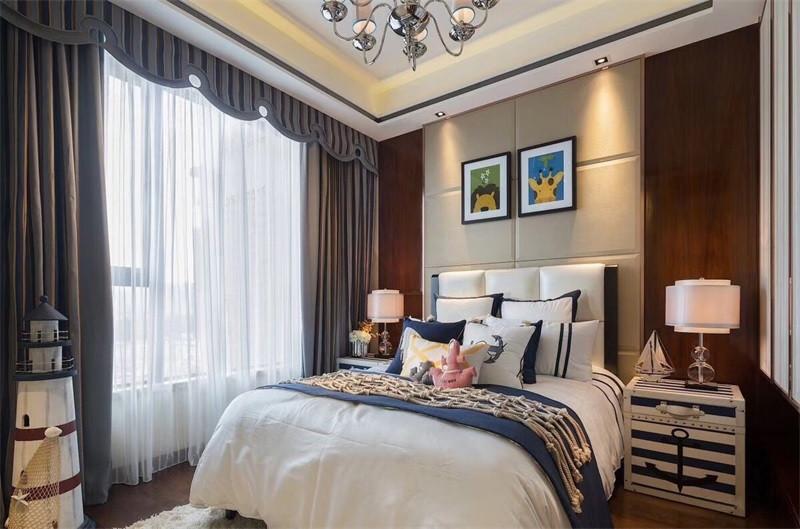 在中式风格中,小户型卧室也能装出大气典雅。