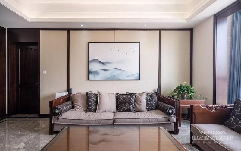 作为平层洋房,175平米的面积,本案例中的客餐厅开间和纵深都可圈可点。但考虑到房子居住了三代人,业主、老人、还有都要有各自的舒适空间,保留了三间卧室,还有一个需要一个书房,所有结构上的改动和合理的空间规划很有必要。