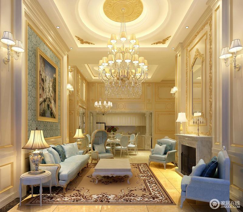 客厅里从高空华美垂坠的水晶流苏灯,强调挑高空间的纵向视觉;奢华描金线和细腻雕花,装饰在白色立体墙面及天花上,空间清新中贵气十足;壁炉上方装饰镜,映照对面背景墙,深邃蓝色蔓延至新古典沙发椅上,地毯浪漫呼应。