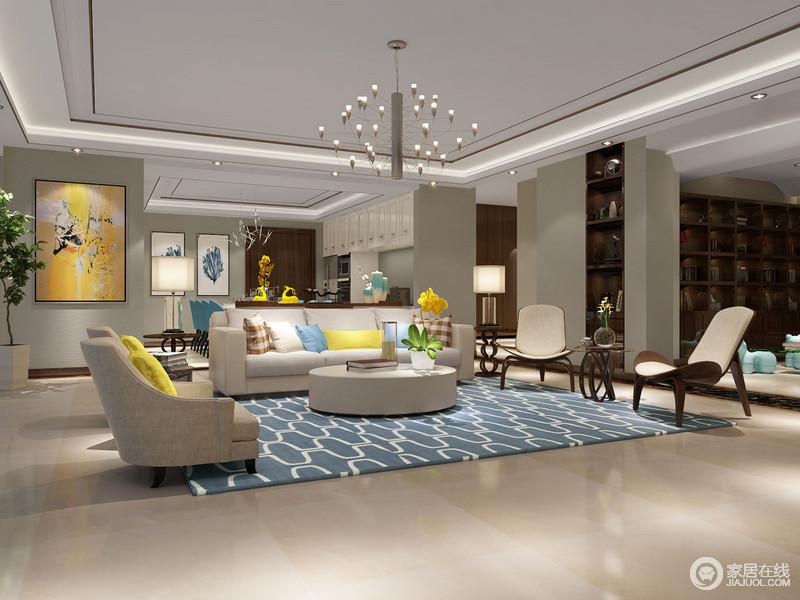 客厅开放式的结构带来一种自在,却利用自有的建筑墙体起到了分区的效果;设计师在原有的墙面嵌入了几何木柜,将自己收藏的物件都罗列在上,满是收藏的趣味;驼色的空间利用蓝色几何地毯、彩色靠垫、黄韵抽象油画跳动出时髦,造型个性的边几与木椅裹挟着自然朴素,尤为乖张、大气。