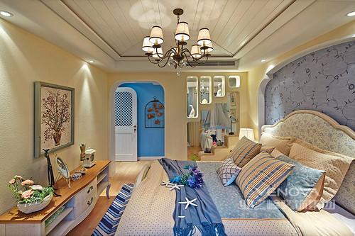 如果你的工作压力比较大,自然回到家中希望能够放松身心享受最为安逸的家居生活。而这套家居装修是小编最近见过最有这种舒适情怀的感觉。整个家居以地中海风情为基调,清新淡雅,整个蓝色系成为主色彩。犹如置身浪漫的海边感受海风徐来。
