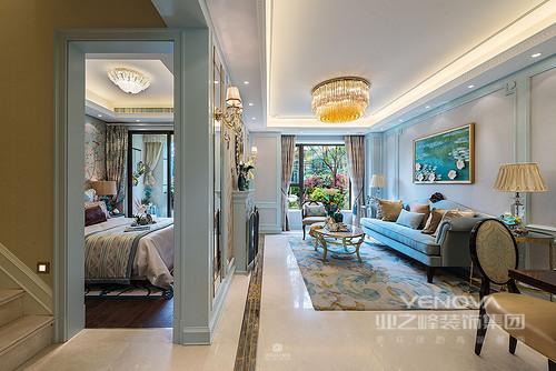 过道的地面与卧室的地面采取一样的颜色,不但节约成本而且还整洁