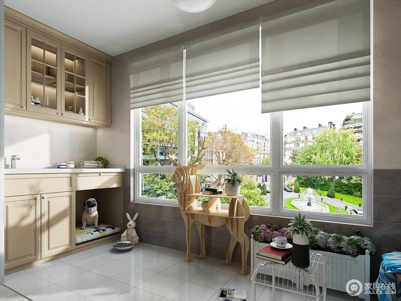 宽敞的阳台空间,不仅能为主人提供一个宽敞舒适的休闲平台,也是宠物居住生活的地方,合理的利用阳台的空间,就能使之成为宠物最美好的家。