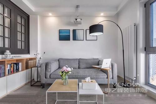 窗户的变化,视野也随之发生变化,巧妙的设计美观而且灵活,就这样调整了被隔开的房间之间的关系。