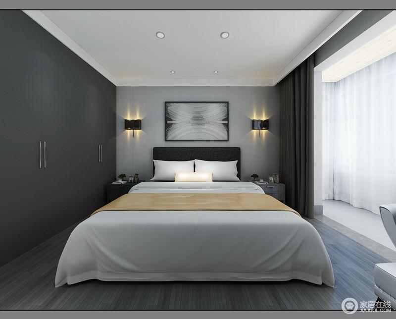 卧室结构方正,吊顶的脚线处理和石膏的加建,凸显出几何美学;浅灰色的壁纸与衣柜的黑灰色形成色彩对比,让原本冷色调的空间具有了层次;对称的家具陈列方式,让金属壁灯、床头柜更显和谐,白色床品与之搭配出简约之美。