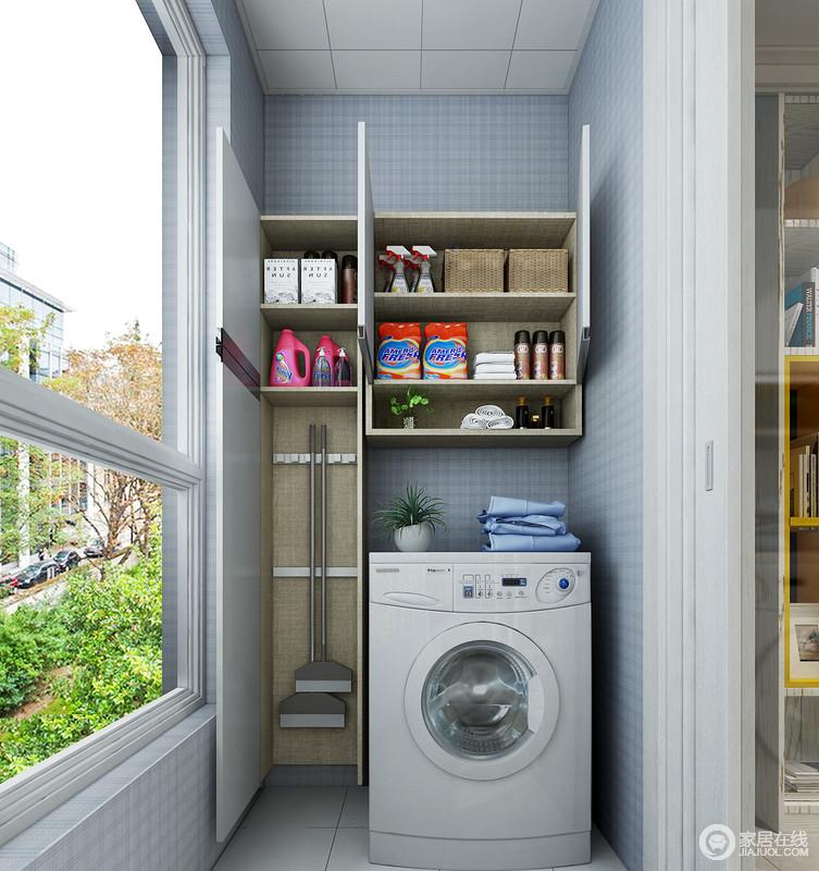 洗衣机收纳柜,在满足洗衣机放置的前提下,上部空间的吊柜可储放清洁剂、洗衣液一类的物品,整齐划一,不显零乱。左侧的清洁工具柜利用墙面的空间进行收纳。