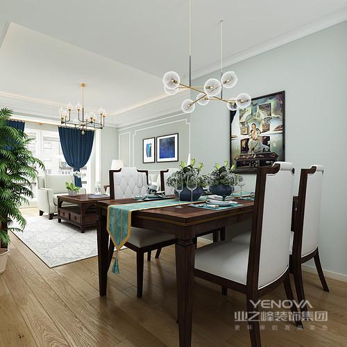 空间线条格外规整,绿色的墙面搭配了白色石膏线,正如吊顶的白色一样,营造空间的干净和清新;宝蓝色窗帘与灰白色几何地毯形成反差,却裹挟着美式铆钉沙发和实木家具,让空间格外素雅。