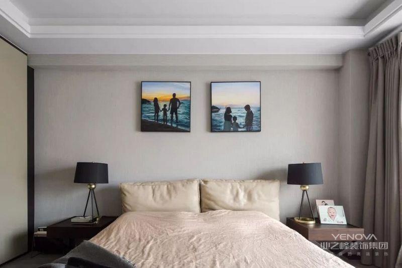 由于线条简单、装饰元素少,现代简约需要软装来配合。如沙发与靠垫,窗帘与床单餐桌与餐布等。软装到位是现代粉饰的关键。多功能的个性空间功能与空间组织,注意发挥结构构成本身的形式美,再行简介,反对多余装饰。主张在有限的空间中发挥最大的使用效能。家具选择上强调让形式服从功能,一切从使用角度出发,废弃多余的胡佳装饰,点到为止。简约,不仅仅是一种家装风格,更是一种生活方式,一种生活哲学。  家具选择