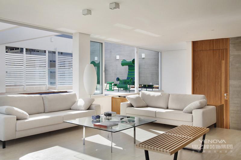 简约,不简单走进现代简约风格家居。现代人面临着城市的喧嚣和污染,激烈的竞争压力,还有忙碌的工作和紧张的生活。因而,更加向往清新自然、随意的居室环境