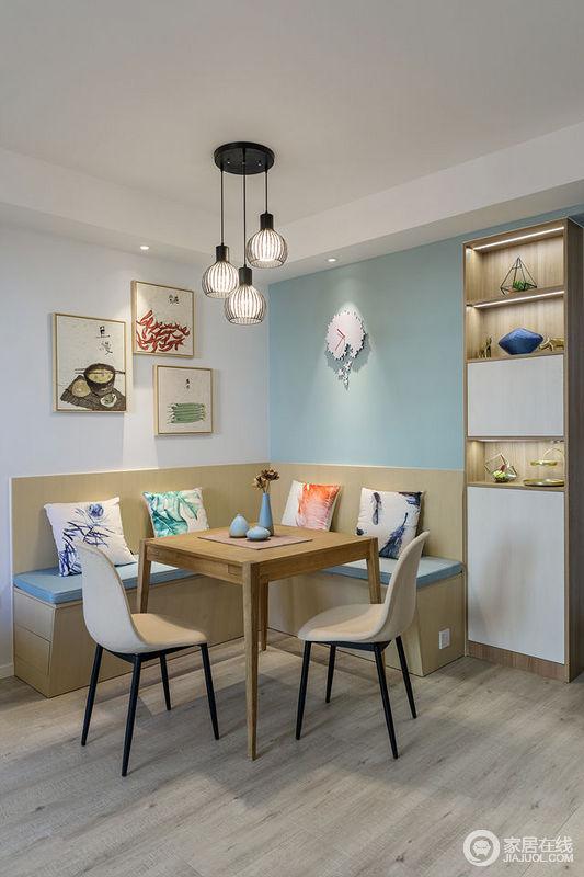从墙面到卡座及靠包,色彩的组合让小空间拥有丰富的层次;悬挂的灯饰、装点的照片墙、靠包上的花纹,点缀出空间的活力多姿;整个餐厅有着实用的功能、严谨的结构和朴质的自然气息。