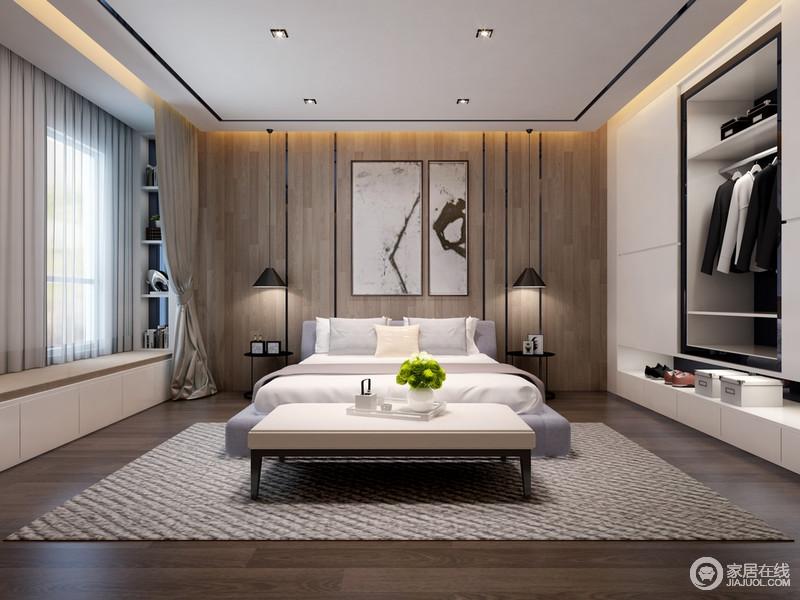 温和的实木从地板到床头墙面,铺陈出润泽的自然情调,营造出舒缓恬淡的休息环境;不规则设计的衣柜,将衣物分门别类的进行规整收纳,加上宽敞的飘窗两侧壁龛式格架,空间的收纳能力强劲。
