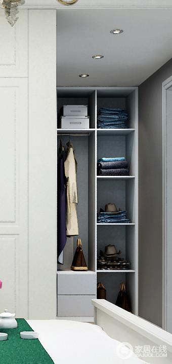 作为衣柜的辅助收纳柜,可以收纳些不便于与衣物同放的例如过季的鞋子、箱子等。