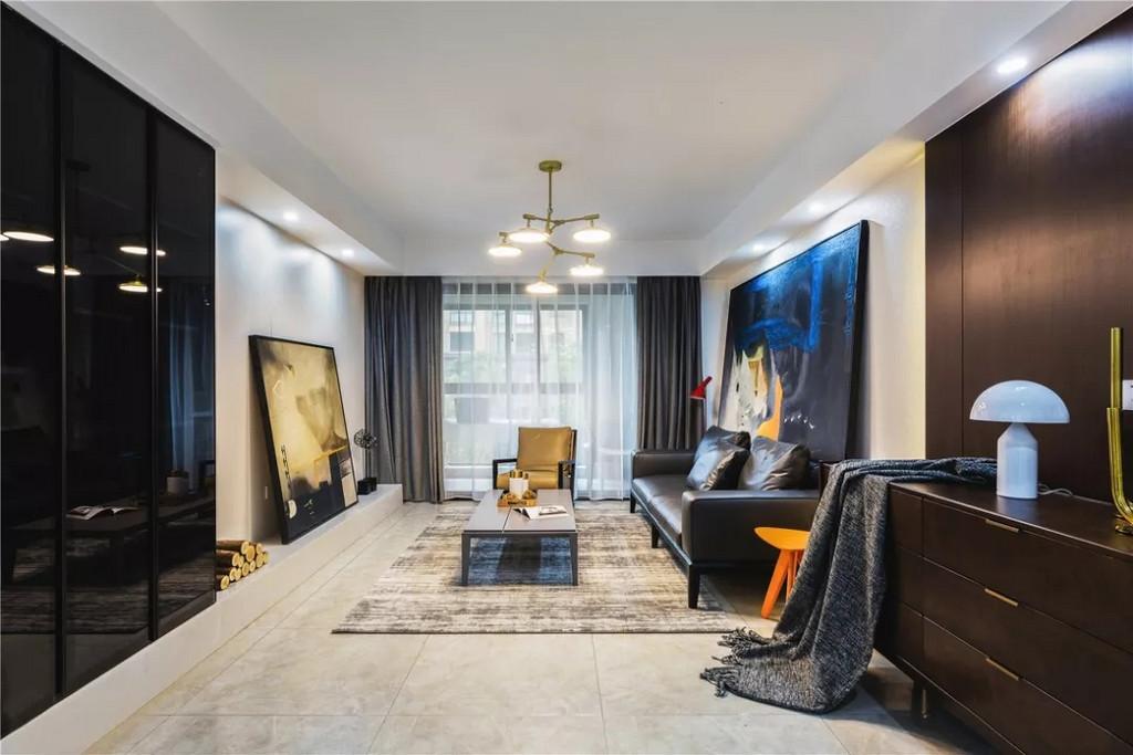 深色的玻璃和KD板在质感上让客厅更有格调,柔和的光感也让空间更有艺术韵味。