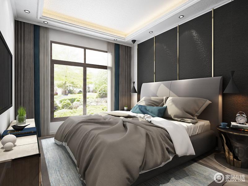 卧室色调较为灰冷,但却不失艺术逼格;从白色石膏吊顶的矩形设计到射灯的点缀,以健康的光环境让主人生活得舒适,而铁艺挂式台灯与墨绿色金属条背景墙尽显现代奢华,镜面镶铜床头柜庄重精致,反衬着浅灰色床品的柔和,与浅蓝色扎染地毯的清雅,营造出现代温馨。
