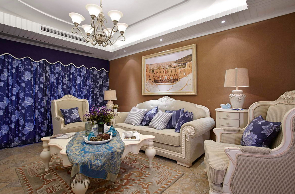 白色的布衣沙发清爽洁净,墙上挂着挂画,为房间增添了氛围,看起来不觉得单调。