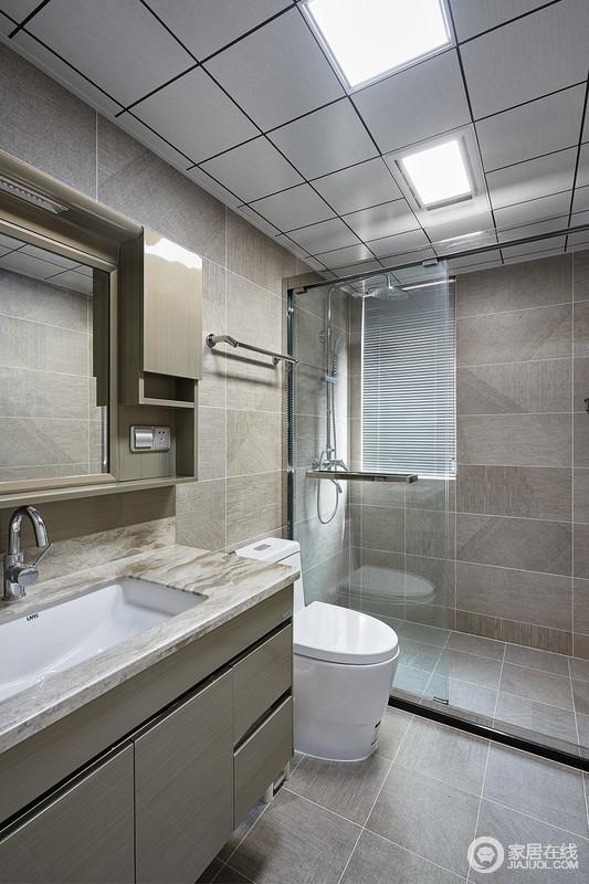 卫生间通过干湿分离,让空间保持一种简洁;灰色地砖的朴素,与盥洗柜的实用交相呼应,让卫浴生活更为人性化。