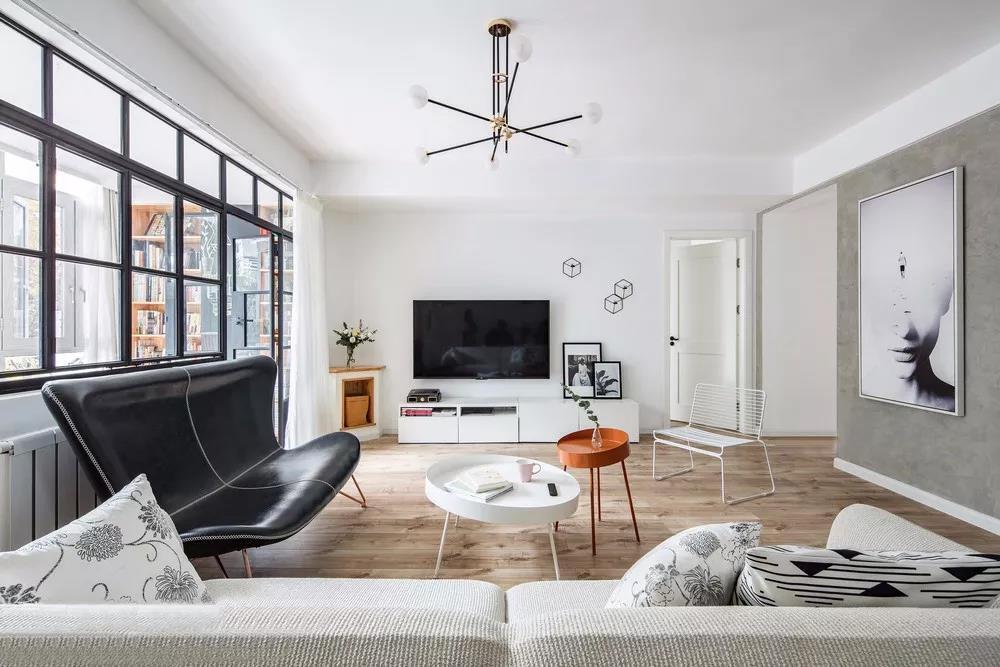 正是因为这种独特的设计理念,各种不同材质不同颜色的物品能够和谐地相处于同一个空间。
