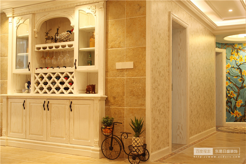 酒柜独特的设计,空间充分利用