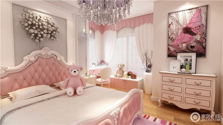 粉色代表着甜美、纯真、可爱,是女孩们的心头挚爱。而这种魅力的色系独属女生专有,把卧室装扮出粉色味道,浓浓浪漫情调扑面而来。恬静淡雅的公主房搭配一扇典雅的白色窗帘,舒适精致的公主床,床头的铁艺壁灯散发米黄色灯光,更显温馨。简欧风格的卧室每一处细节都做到尽善尽美,小女生的温婉与柔媚,点滴展现。