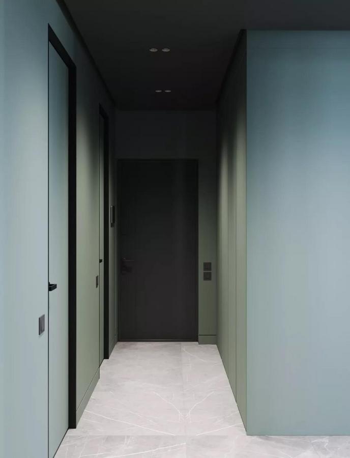 从玄关开始 这个家就强调了 貌美与实用并重的设计原则