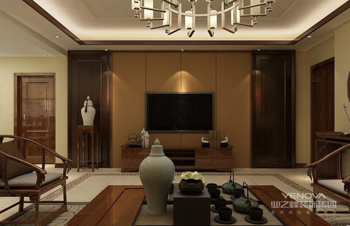 客厅的背景墙以棕黄色为主,线条之外,多了很多稳重的气息;中式博古架,更是与中式家具呼应,体味古朴。