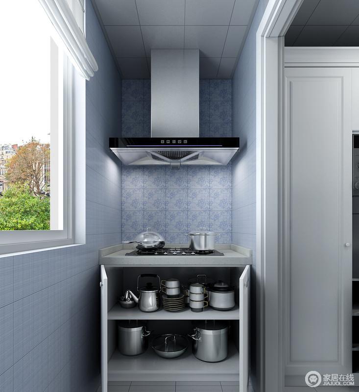 烹饪区域放在厨房阳台空间,很好的利用了自然光源,方便白天的烹饪活动。烟机灶台下面的地柜因为进深比较大,空间面积充足,可以放置收纳体量较大的锅类小电器等物品。