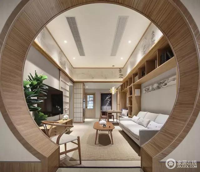 客厅与阳台连在一起,做了圆形拱门做分区,看上去特别有韵味。