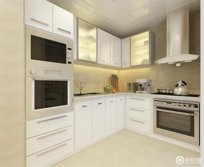 浅色的砖石铺贴出纯净的氛围,设计师以白色橱柜为主,通过悬挂柜来增加功能性;设计师将电器也嵌入柜体,令空间具有科技感的同时,不失现代规整和质感。