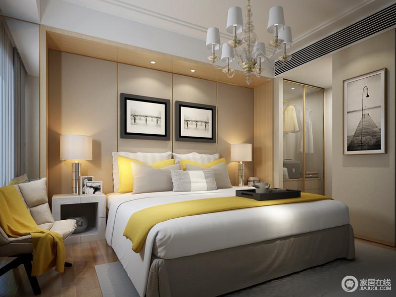 卧室以驼色几何面和木框结构应和出暖意,黑白的摄影作品飘动着生活的足迹,自在简单;白色几何床头柜和圆管台灯对称出和谐,黄色家私点缀着纯色床品,带着明快让家更为温馨。