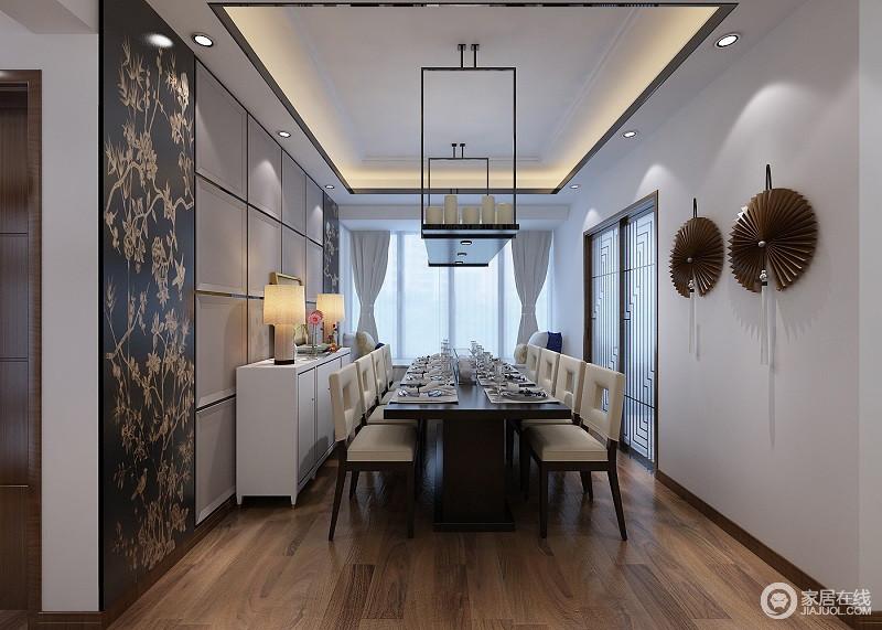 餐厅现代风格浓郁,由于整块区域空间较大,设计师用落地窗避免单调也营造一种温馨感;另外,宽大的长桌为人口兴旺的家庭提供了很好的用餐空间,搭配中式木门和扇形装饰,让整个空间多了东方之意。