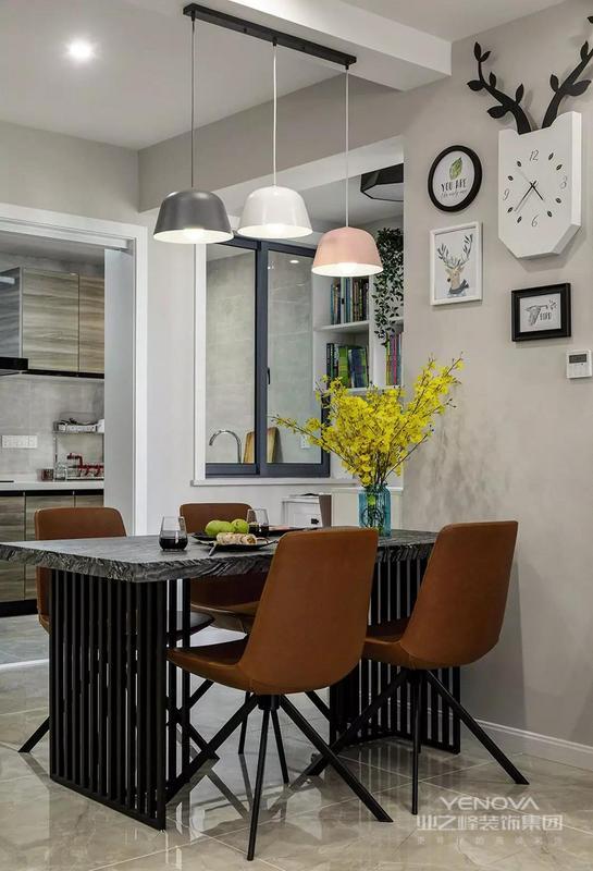 这套100平米的房子,在现代大方的空间里,搭配上精致优雅的设计元素,在户型不是那么好利用的基础,巧妙地加入了钢琴与办公区,营造出一个实用优雅的空间,还以精致的软装呈现出独特的档次感。