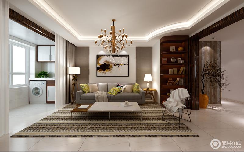 客厅的背景墙以留白的形式,突出挂画的艺术感,灰色壁纸对称在两侧,更显色彩层次;灰色布艺沙发因为条纹地毯多了清素,高低错落地茶几十分简约,与纤细地铁艺单椅共叙工业简约;实木边几上的台灯与落地灯延续对称美学,而转角处定制的椭圆形书架加重了生活的文艺情调,更具生活性。