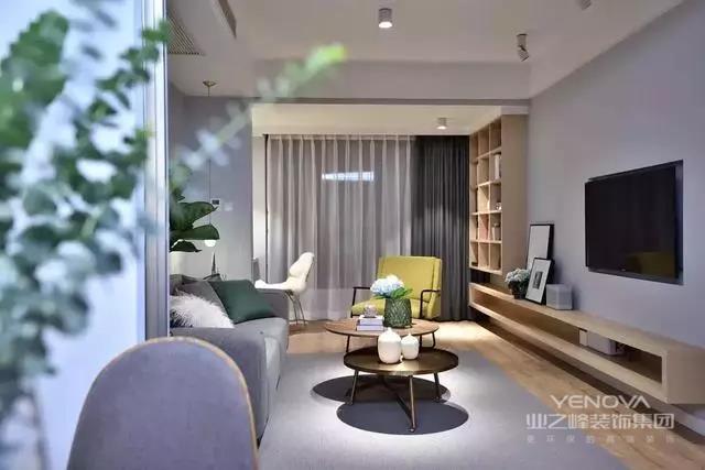 简欧风格就是简化了的欧式装修风格。也是目前住宅别墅装修最流行的风格。简欧风格更多的表现为实用性和多元化。简欧家具包括床、电视柜、书柜、衣柜、橱柜等等都与众不同,营造出日常居家不同的感觉。