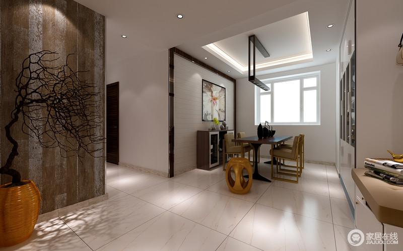 餐厅因走廊与客厅分隔,开放式的空间互相吸纳着艺术精髓,让空间不失现代格调;储物柜嵌入墙面既实用又不占用太多空间,白色实木板材铺贴的餐厅背景墙因花卉挂画多了自然轻漫,实木餐桌和餐椅的造型之美,让空间浓郁着现代艺术,而对侧的盆栽点缀出禅静之雅,让生活多了情景艺术。