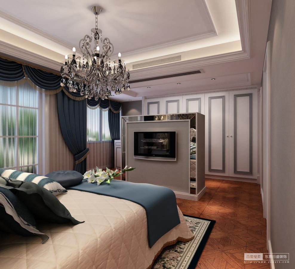 设计师在主卧空间中添加了半隔断墙,以银色镜面勾勒,使空间无形中划分又隔而不断;打底的灰色墙面内嵌整体衣柜,灰白交叠间有着简约利落感;床品与窗帘则在深邃的蓝色和温馨的米白中,给予空间宁静平和。