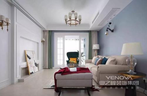 120平米的现代三居中,设计师改变了传统美式的仿旧设计,转而以淡蓝色漆粉刷墙面,让空间多了清新感;通过对整体空间布局的规划,让功能与空间相匹配,而正是通过现代美式家具、配饰,让整个空间具有了现代气息,同时,也正是将美式艺术作为设计的重点,让空间张扬着自由和随性的味道,让主人时刻都能感受到舒适和温馨