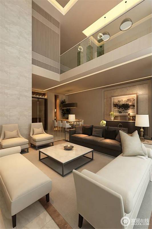 设计以结构为原始蓝图,将客餐厅不同的功能合理进行划分,但是白色调的沙发与餐厅的餐椅呼应出中性果敢,格外温馨;黑色沙发与边柜因为挂画和台灯的点缀庄重了不少,可谓现代范儿十足。