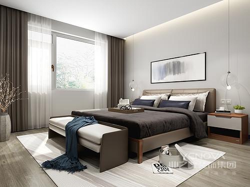 设计师在卧室这一空间中选用了暖白色作为主色调,同时搭配了给人沉稳又富有空灵感的鹰灰色,房间内的墙面上没有多余的线条装饰,只是在顶面设计中添加了散发柔和光线的洗墙灯带,令房间不会过于沉暗、不便于日常活动,并且不会打扰正常的卧室休息。