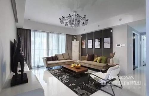以现代风格为主,重在突出功能,让生活以舒适为尚;整体布局上十分分明,不论是客厅、卧室,还是厨房和卫生间,尽量放大空间的收纳功能,满足实用性需求;同时,在色彩上以中性色为主,并搭配黑白色,与饰品一齐组合出现代温馨和精致,让主人生活得舒适