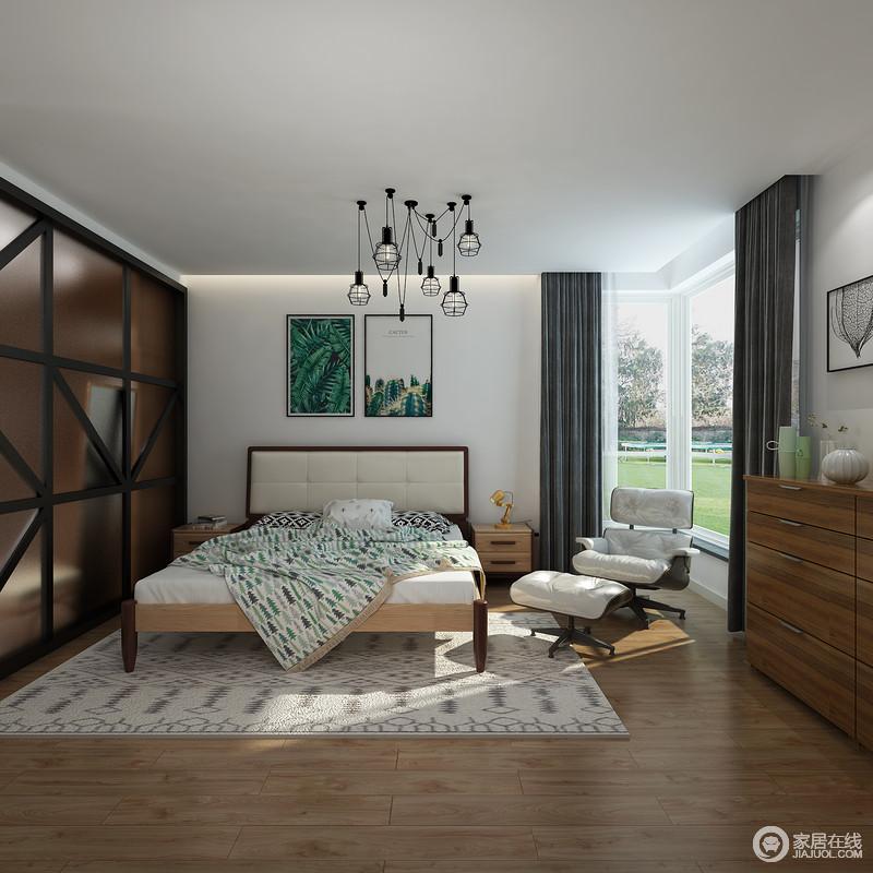 卧室的白色吊顶与原木地板构成反差,几何衣柜简洁却十分个性,给空间一种几何美学;实木家具轻便而得体,搭配深绿色窗帘和自然风景的挂画,营造自然清新,让生活多了北欧的轻快和惬意。