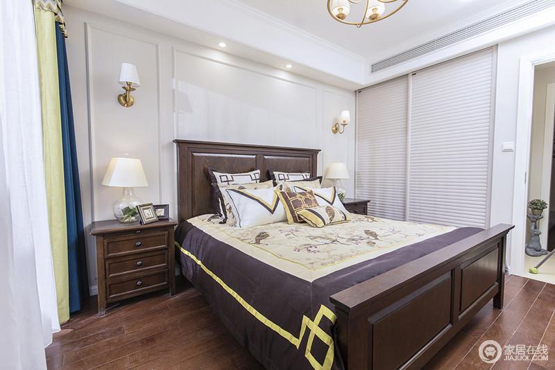 卧室以乳白色的基调奠定空间的温馨,定制化地衣柜巧妙解决了空间的规整性;壁灯和台灯对称之中,裹挟着美式床品和家具的复古味道,呈现出美式底蕴。