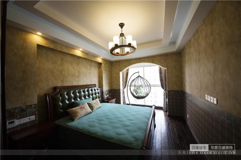 墙裙与卧室的颜色互相映衬