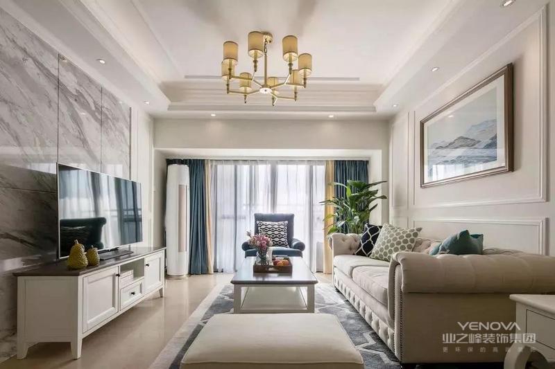 这是一套134平米的四房,整体户型利用率比较高,以现代的空间风格基调,搭配上简约的美式细节与软装,营造出一个舒适大方的氛围感,有现代舒适的大方与美式的高档感,却没有美式的那种厚重与压抑,呈现出一个更加适合年轻人的气质美式空间