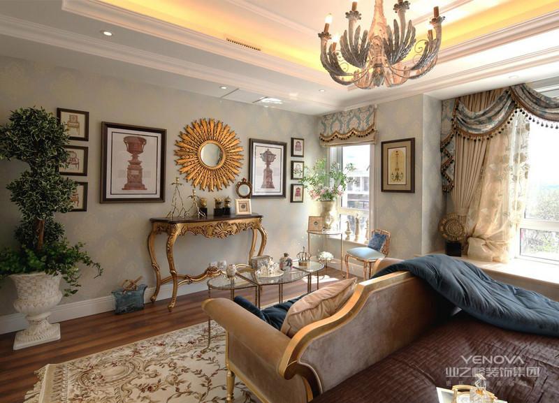 欧式风格装修看起来会比较大气,欧式风格的设计的贴近于自然,也很符合人们的需求,同时欧式风格的装修业会显示出高雅气息。 2、简约欧式风格的设计,主要就是沿袭古典欧式风格的元素为主,这样也融入了人们现代化的生活元素。欧式的室内居室不只是豪华大气,显示更多的事遐想和浪漫。