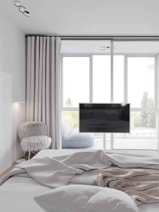 可以随意移动的电视架, 在灵活满足主人需求之余, 又给人一种常换常新的新鲜感, 轻而易举地改变空间的视线焦点。